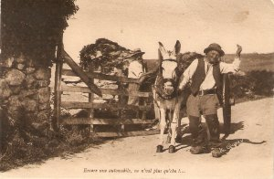 Horse cart. Farmers. Encore une automobile.. Old vintage French postcard