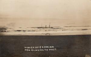 RP: MARSHFIELD  , Oregon , 1910 ; Shipwreck of CZARINA, men cling to mast