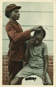 suriname, Young Hair Dresser at Work (1936) Mission Postcard