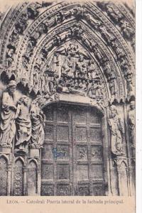 France Leon Catedral Puerta lateral de la Fachada principal