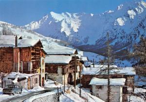 France Les Hautes Alpes Vallee du Queyras Saint Veran Le Village sous la neige