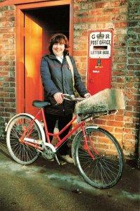 Postcard Postwoman & GVR Large Ludlow Wall Box, Rillington P.O Yorkshire KM9