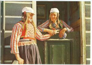 Marker Klederdracht, Dutch women in traditional cloths
