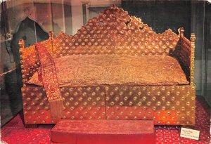 Gold Throne of Holiday Iran 1970