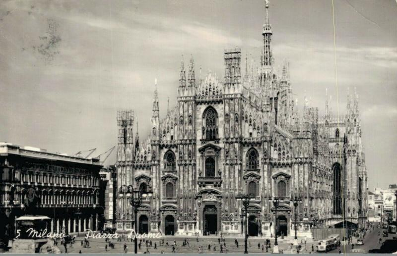 Italy Milano Piazza Duomo 02.90