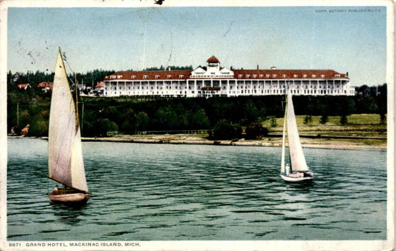Grand Hotel, Mackinac Island Michigan Sailboats c1914 Postcard A22
