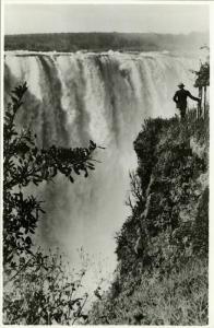 rhodesia, VICTORIA FALLS, Main Falls near the Devil's Cataract (1940s) RPPC