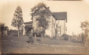 E49/ Oblong Illinois Il Real Photo RPPC Postcard c1910 House Man