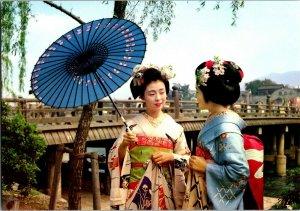 MAIKO GIRLS AND SANJO OHASHI BRIDGES KYOTO JAPAN VINTAGE POSTCARD- Fukui