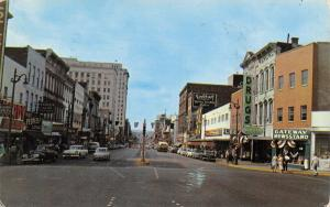 Chatanooga Tennessee~Market Street~Lee's~Gateway Newsstand~1950s Cars~Postcard
