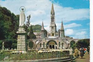 France Lourdes La Basilique et la Vierge Couronnee