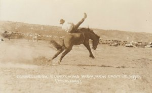 NEW CASTLE , Wyoming , 1923 ; Rodeo ;  Broncho Busting