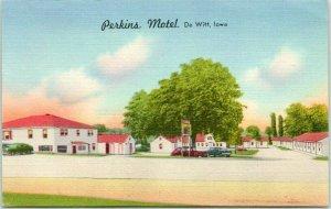 De Witt, Iowa Postcard PERKINS MOTEL Highway 30 Roadside LINEN / 1955 Cancel
