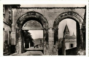 CPA Cluny Portes Abbatiales FRANCE (952780)