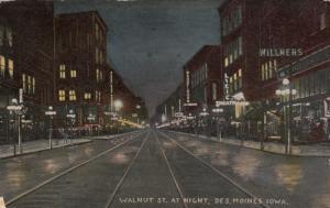 DES MOINES, Iowa, 00-10s ; Walnut Street at night