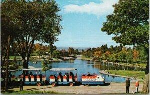 Beaver Lake Montreal Quebec QC QUE La Brise Mt. Royal Park Unused Postcard G87