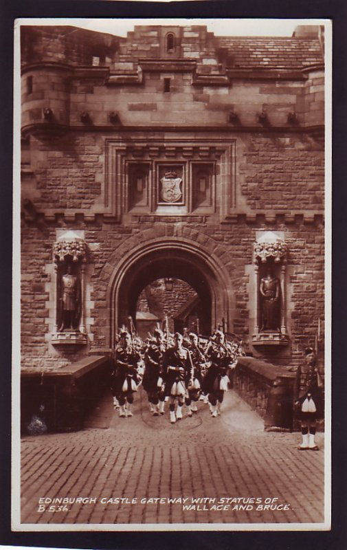 P1507 1949 used RPPC eidenburg castle with statue of wallace & bruce englang