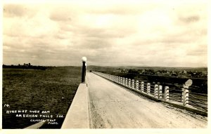 ID - American Falls. Highway Over Dam, 1934. *RPPC