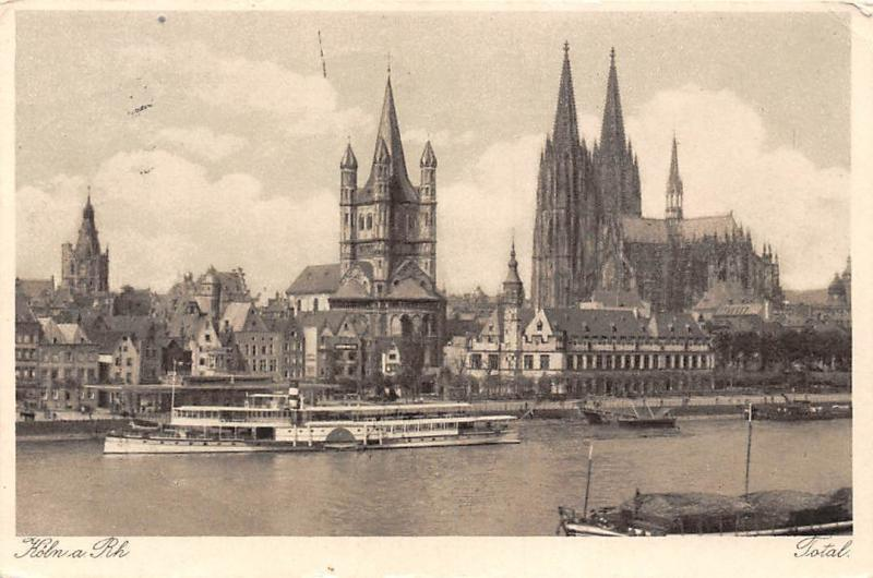 Koeln am Rhein Total Schiff Boats River Cathedral Dom