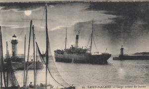 SAINT-NAZAIRE , France , 00-10s ; Ship leaving harbor , Lighthouses