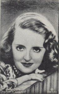 BETTY DAVIS Portrait , 1940s