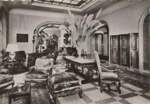 RP: PARIS, France, 1940-50s ; L'Hotel Lancaster , Le Hall
