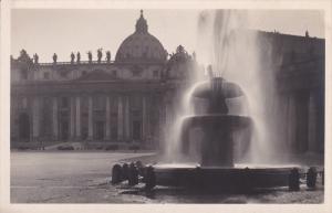 RP; ROMA, Lazio, Italy; Fontana di Piazza' San Pietro e parte della Basillica...