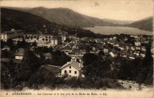 CPA GÉRARDMER Les Casernes et le Lac pris de la Roche du Bain (401587)