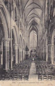 France Dol de Bretagne La nef de la Cathedrale