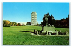 Postcard Pioneer Family Statue - State Capitol Grounds, Bismarck ND J17 * 2
