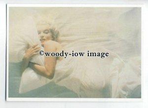 b3690 - Film Actress - Marilyn Monroe in Bed under Silk Sheets - modern postcard