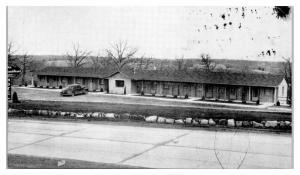 1930s/40s Motts Motel, Lake of the Ozarks, Warsaw, MO Postcard *5A