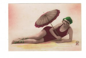HI1019 BATHING BEAUTY ART DECO PERIOD 1920 RISQUE LAZY ON THE SAND