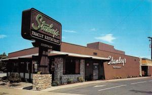 Medford Oregon Stanleys Restaurant Street View Vintage Postcard K57494