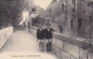 CHINON , France , 00-10s ; Les Petit Guides