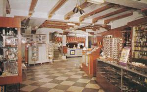 Del Camino Motor Hotel Gift Shop [Postcard racks] , EL PASO , Texas , 50-60s