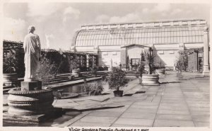 RP: AUCKLAND , New Zealand , 30-40s; Winter Gardens , Domain