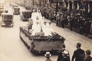 RP; Parade, WINNIPEG, Manitoba, Canada, 1931; Float with 7 ladies