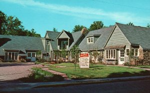 Nashville, IN, Redbud Terrace Shopping Area, Chrome Vintage Postcard g8310