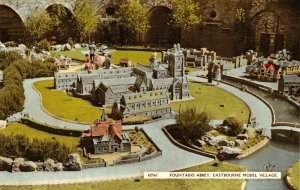 Sussex Postcard, Fountains Abbey, Eastbourne Model Village GN3