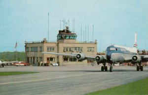 YOUNGSTOWN , Ohio, 1950s ; Airplane at airport
