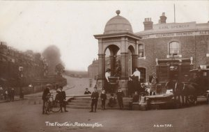 RP: ROEHAMPTON , SW London, England , UK , 1900-10s ;  The Fountain