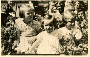 Dutch Royalty -  The Three Princesses  *RPPC