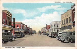 C41/ Laramie Wyoming Wy Postcard 1944 Second Street Autos Grocery Store