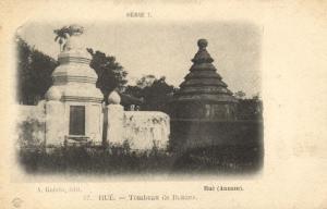 CPA Vietnam Indochine ANNAM  Hué - Tombeau de Bonzes (62681)