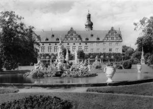 Schloss Weikersheim mit Park An der Romantischen Strasse, Statues Castle Chateau