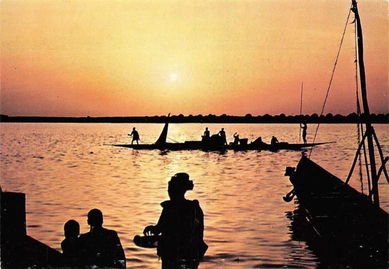 Coucher de soleil sur le fleuve Niger Rep du Mali Sunset Boats