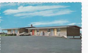 Exterior View, Parking Lot of Motel Le Copain, St. Thomas D' Aquin, St. Hyaci...