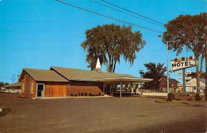 Brewer Maine Plaza Motel Street View Vintage Postcard K59780