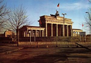 Giant Vintage Berlin Postcard The Brandenburg Gate after 13 August 1961 OS41